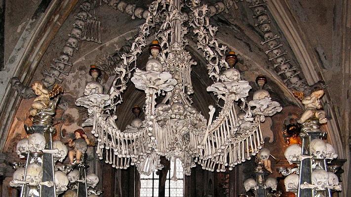 Люстра из костей