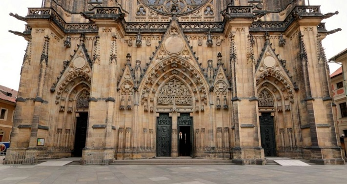 Вход в собор святого Вита