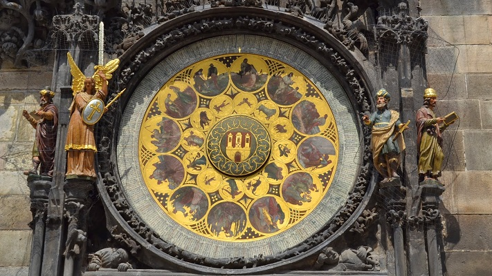 Календарь на часах в Праге