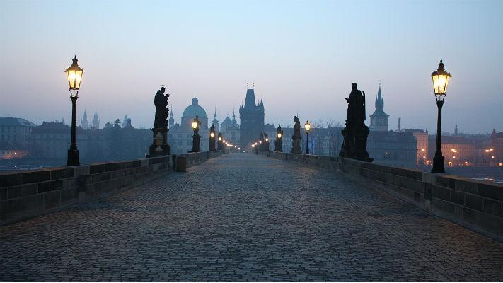 Прогулка по Карлову мосту фото