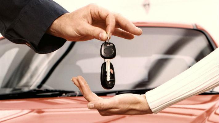 Передача ключей от арендованной машины в Праге