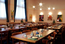Зал для завтраков в Cloister Inn