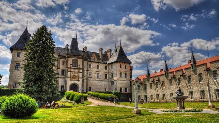 Старинный замок Жлебы