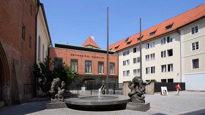 Карлов университет в Праге фото