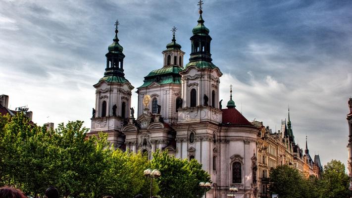 Церковь Святого Николая в Праге фото