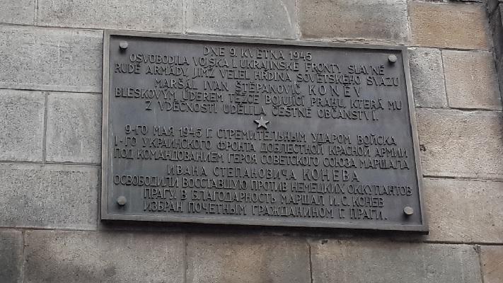 Табличка на староместской ратуше